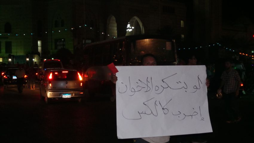 العشرات يتظاهرون في 6 أكتوبر ضد مرسي