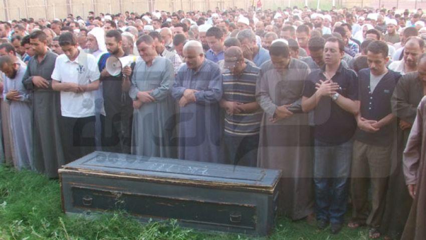بالصور ..تشييع جثمان أحد ضحايا الحرس الجمهوري ببني سويف