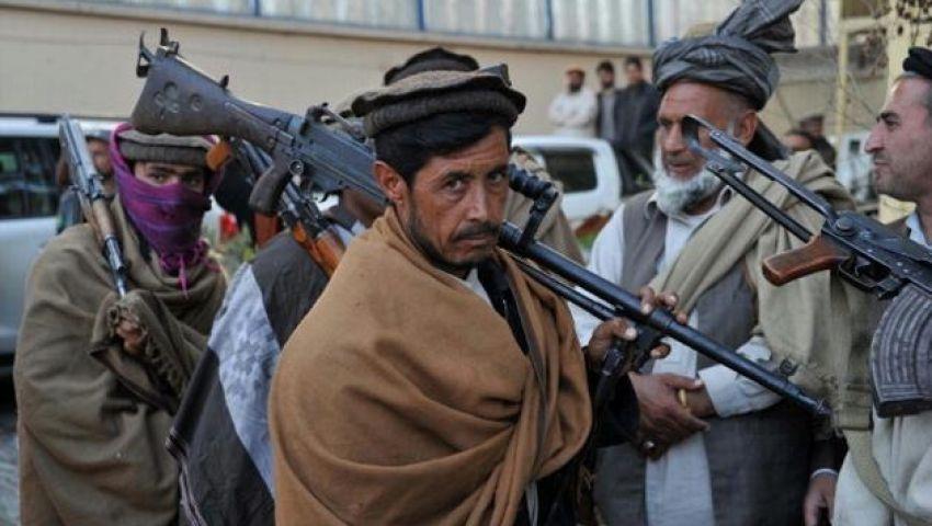 طالبان تهاجم بنكاً وتحتجز رهائن في أفغانستان