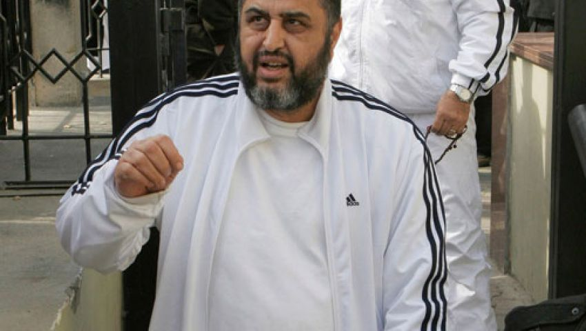 نجل الشاطر: والدي ثابت كالجبال.. ويطالب أنصار مرسي بالصبر