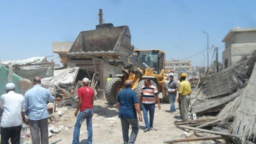 بالصور| إزالة سوق التلات بحي العامرية غرب الإسكندرية