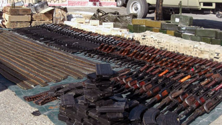 إحباط محاولة تهريب 55 بندقية آلية بحوزة سائق قادمًا من ليبيا