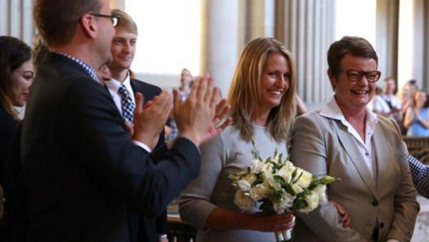 كاليفورنيا تشهد زواج مثليين
