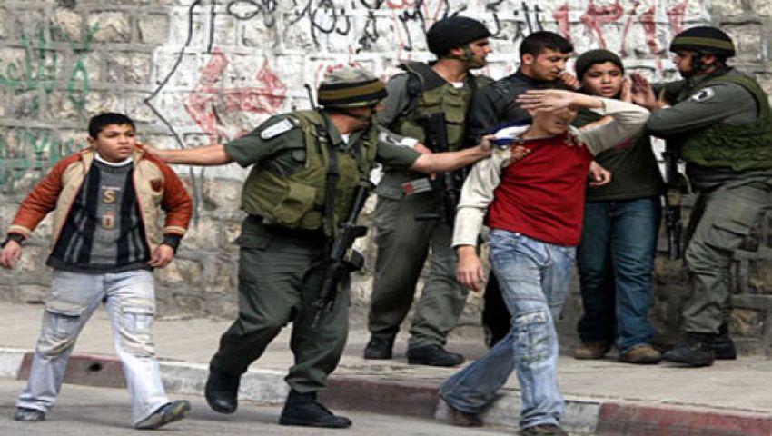 الاحتلال يصادر أراضي الفلسطينيين ويعتقل 6 فتيان بالضفة