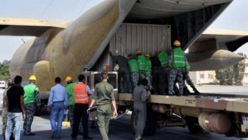 طائرة حربية سعودية تحمل مساعدات تصل للقاهرة