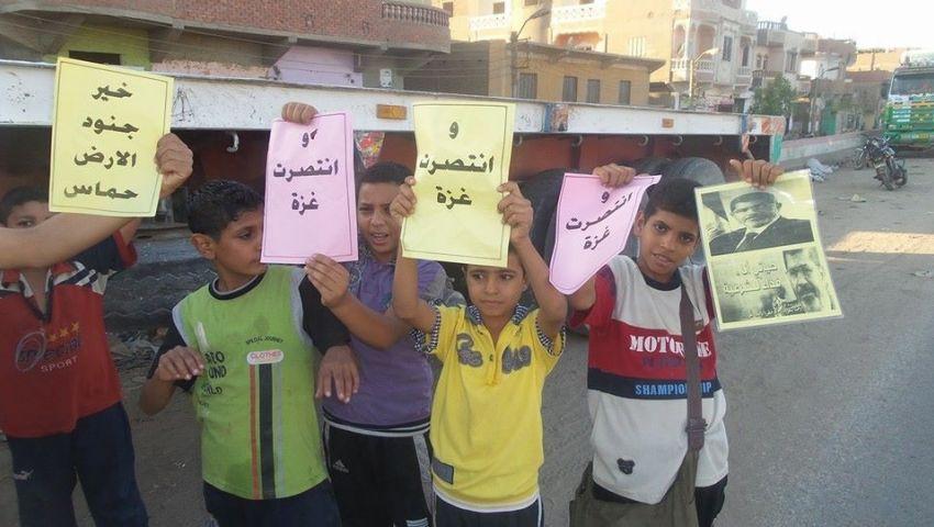 بالصور.. سلسلة بشرية لأهالي الميمون احتفالا بانتصار غزة
