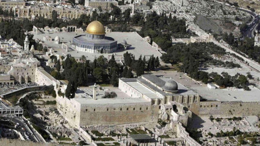 حماس: سحب السيادة الأردنية عن الأقصى لعب بالنار