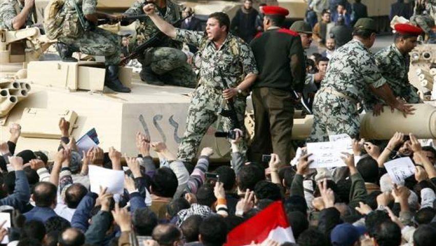 هشام قاسم: لا إنتماءات سياسية للجيش