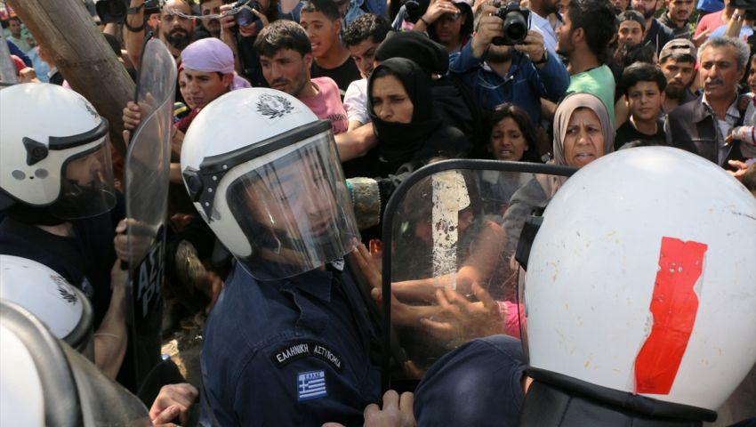 بالصور| صدامات بين الشرطة اليونانية ومهاجرين في إدومني