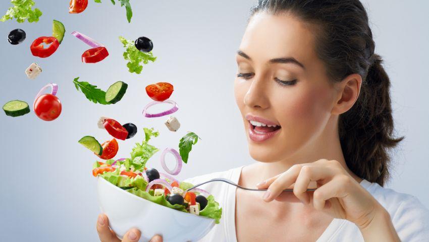 إحذر.. 10 عادات غير سليمة أثناء الإفطار