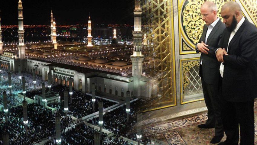 منتج الفيلم المسيء للإسلام يبكي عند قبر الرسول