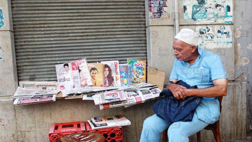 بالصور.. عم أحمد 68 عاما فى أحضان الصحافة المصرية