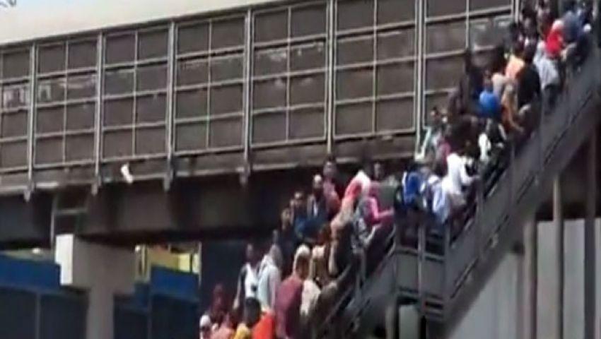 لحظة هروب الطلاب من الباب الخلفي لجامعة القاهرة