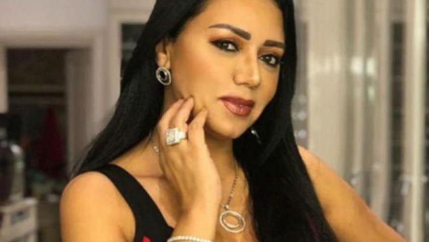 «لسة ماحرمتش».. رانيا يوسف تثير الجدل مجددًا بفستان «بدون بطانة»