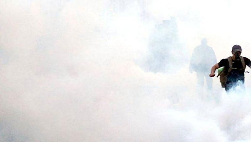 ضابط جيش يعتذر للمتظاهرين بالتحرير
