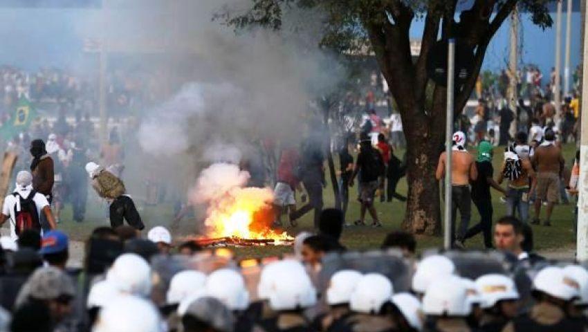 العنف يهدد بإلغاء مباراة البرازيل وأوروجواى بـالقارات