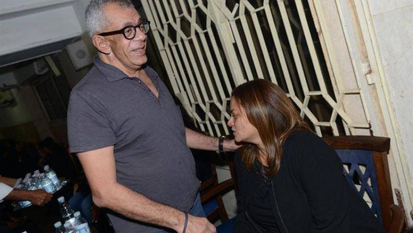 نجوم الفن في عزاء والدة المخرجة كاملة أبو ذكري