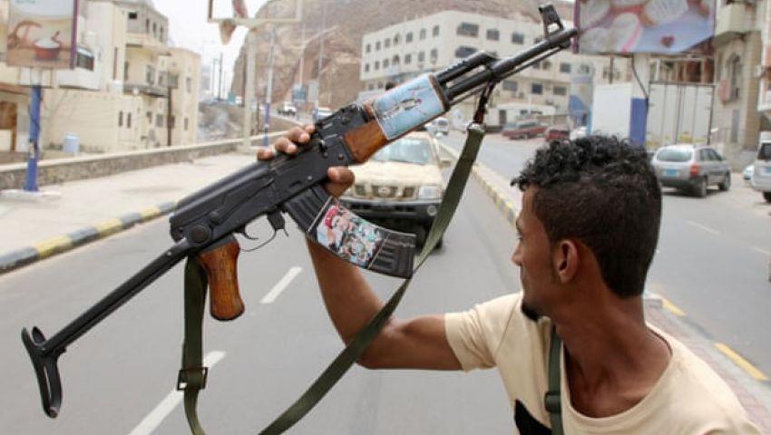الجارديان: القتال في عدن اليمنية يعقد أسوأ أزمة إنسانية في العالم