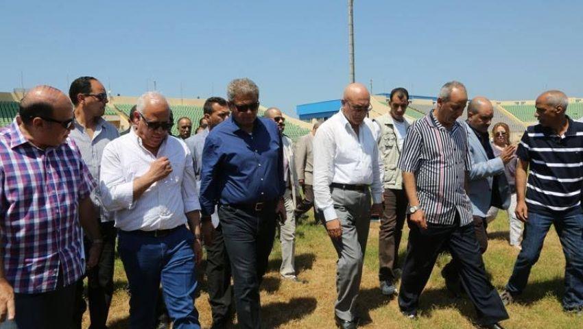 وزير الرياضة يؤازر الفراعنة في برج العرب
