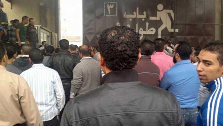 عمال كريستال عصفور يواصلون الاحتجاج عقب صلاة الجمعة
