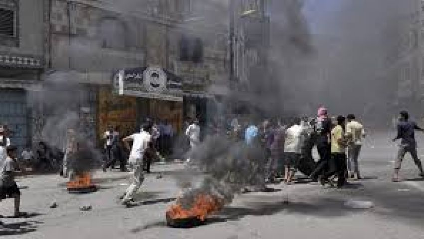محاكمة 4 يمنيين بتهمة الانتماء للقاعدة