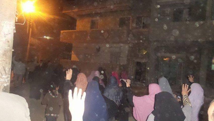 بالصور.. مسيرة ليلية لمعارضين بالجيزة تندد بزيارة السيسي لإثيوبيا