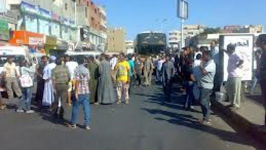 تظاهر عمال توشيبا العربي لزيادة العلاوة السنوية