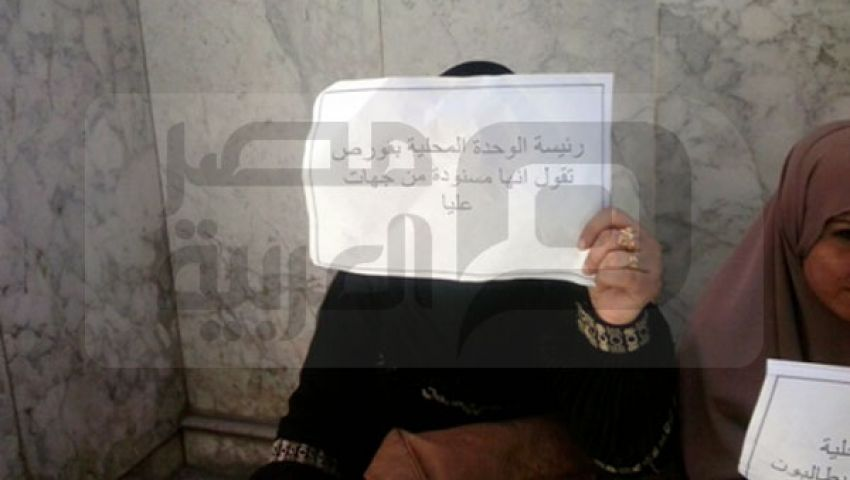 بالصور.. تظاهرة نسائية ضد رئيس قورص
