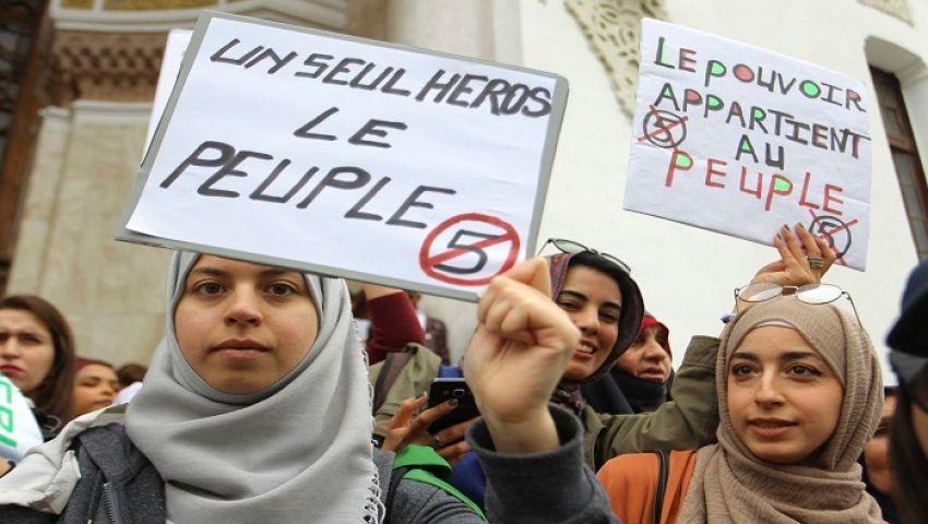 صحيفة أمريكية: في الجزائر.. النساء حاضرات بقوة في المظاهرات ضد بوتفليقة
