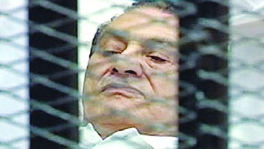 نيويورك تايمز: محاكمات مبارك اختبار للحكومة الانتقالية