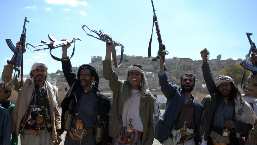 مصدر: مقتل 30 في اشتباكات بين حوثيين وقبليين باليمن