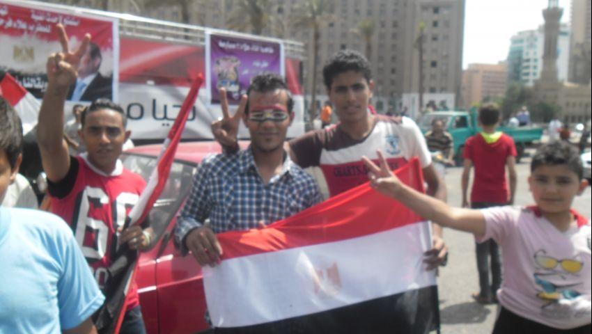 على أنغام بشرة خير.. أنصار السيسي يحتفلون بميدان التحرير