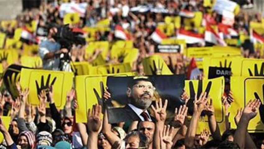 متظاهرون بتركيا: يا قضاة المسرحية.. مرسي رئيس ومعاه الشرعية