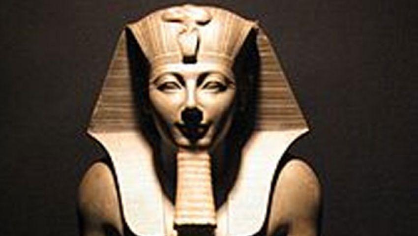 اكتشاف تمثالين أحدهما يخص الملك تحتمس الثالث بالأقصر