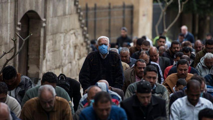 صور| صلاة الجمعة في مصر.. الخوف من كورونا يخيم على المساجد