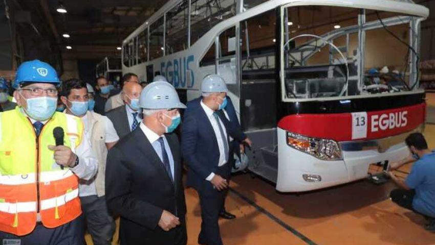 صور| بأيدٍ وطنية.. هكذا تتوسع صناعة النقل بمصر