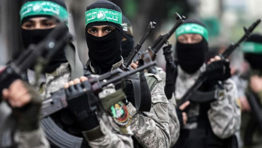 فيديو| تشييع فلسطيني من كتائب القسام قتل برصاص إسرائيلي على حدود غزة