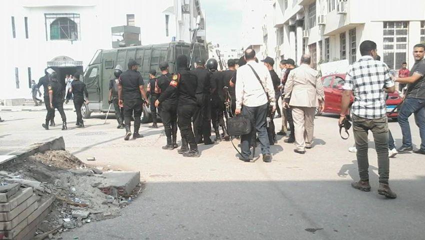 بالصور.. الأمن يقتحم جامعة المنصورة لفض تظاهرة