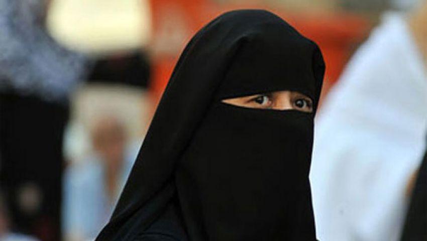 بالفيديو.. يرتدي النقاب لأداء الامتحان بدلًا من خطيبته