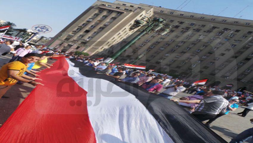 علم مصر يطوف ميدان التحرير