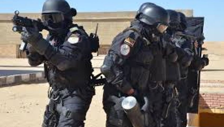 انتشار القوات الخاصة أمام استراحة محافظ الدقهلية