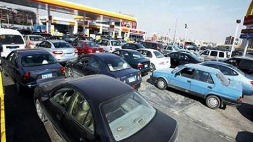 قنديل يعد بحل أزمة وقود بني سويف