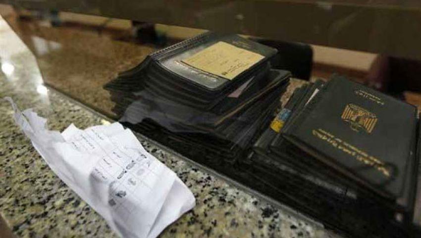جوازات المطار تلجأ للكشف اليدوي بعد تعطل الكمبيوتر