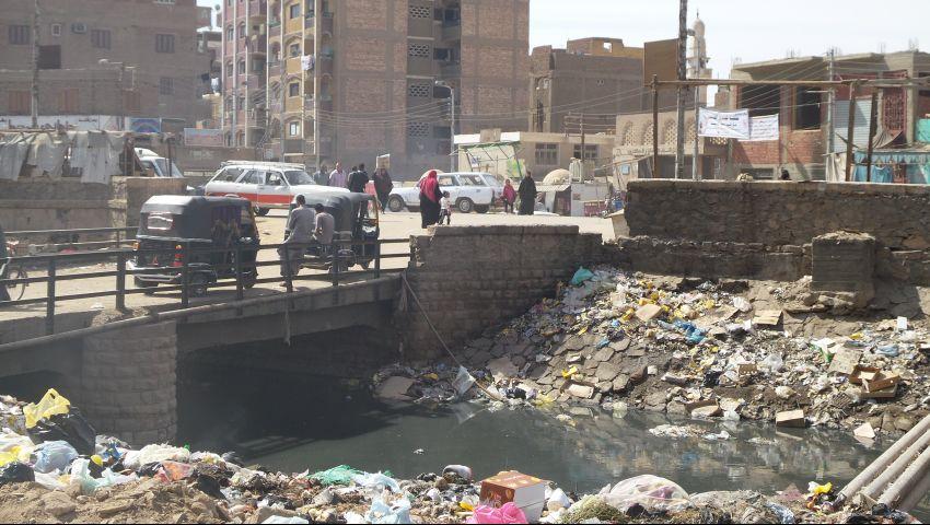 بالصور.. القمامة والأوبئة الوجه الخفي لأسوان السياحية