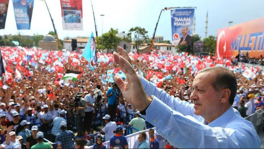 مشاهير يهنئون أردوغان برئاسة تركيا