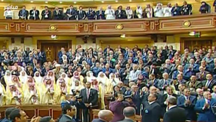 فيديو.. نواب البرلمان يستقبلون الملك سلمان بعاصفة من التصفيق