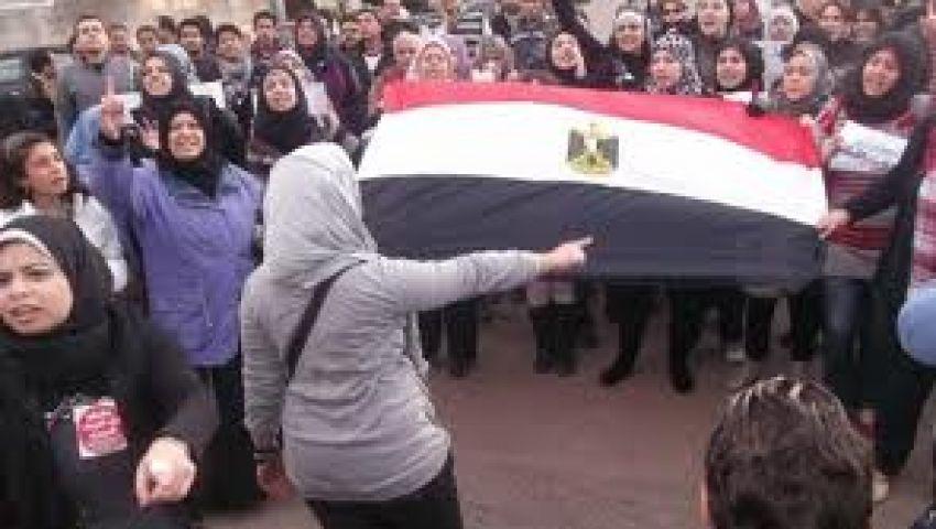وصول مسيرة نسائية حاشدة للتحرير