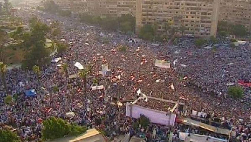 طائرة عسكرية تحلق فوق مؤيدي مرسي بميدان رابعة العدوية