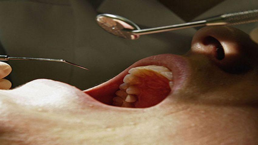 طبيب ينزع أسنان سيدة رفضت سداد الفاتورة