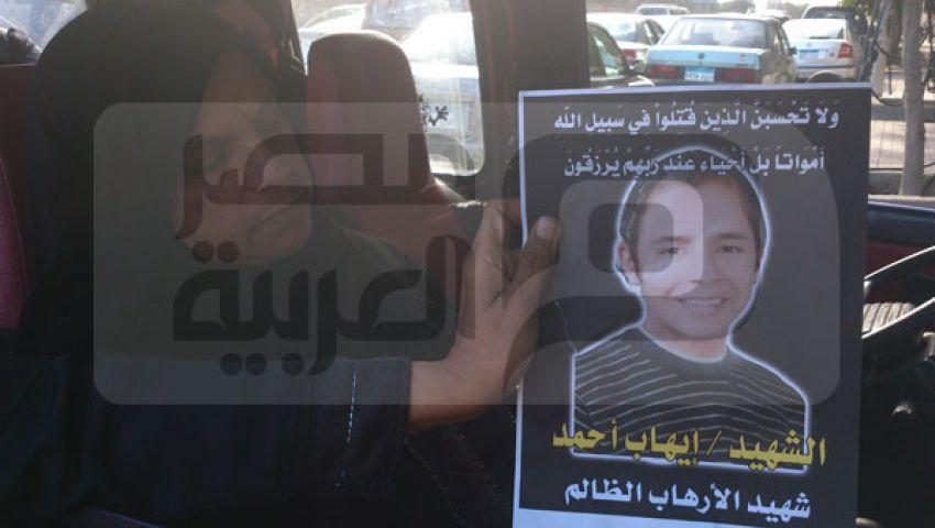 بالصور.. والدة قتيل الإسكندرية: منهم لله ضيعوا ابني